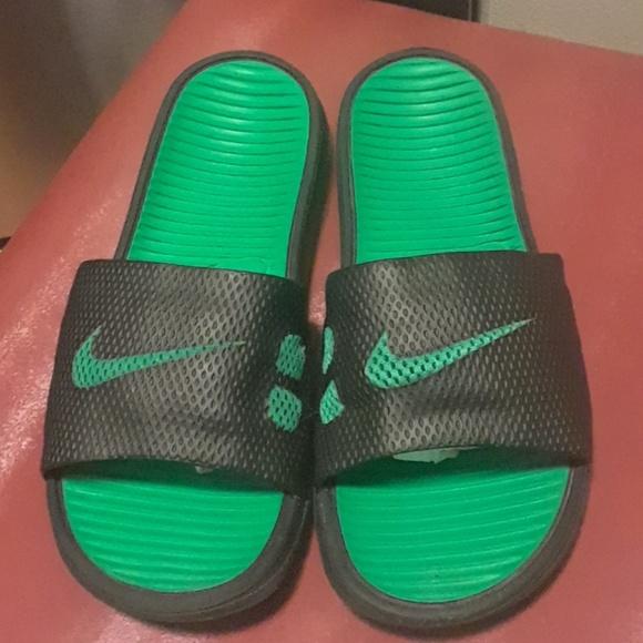 08335472e033 Nike Men s Black Benassi Solarsoft Slides size 8